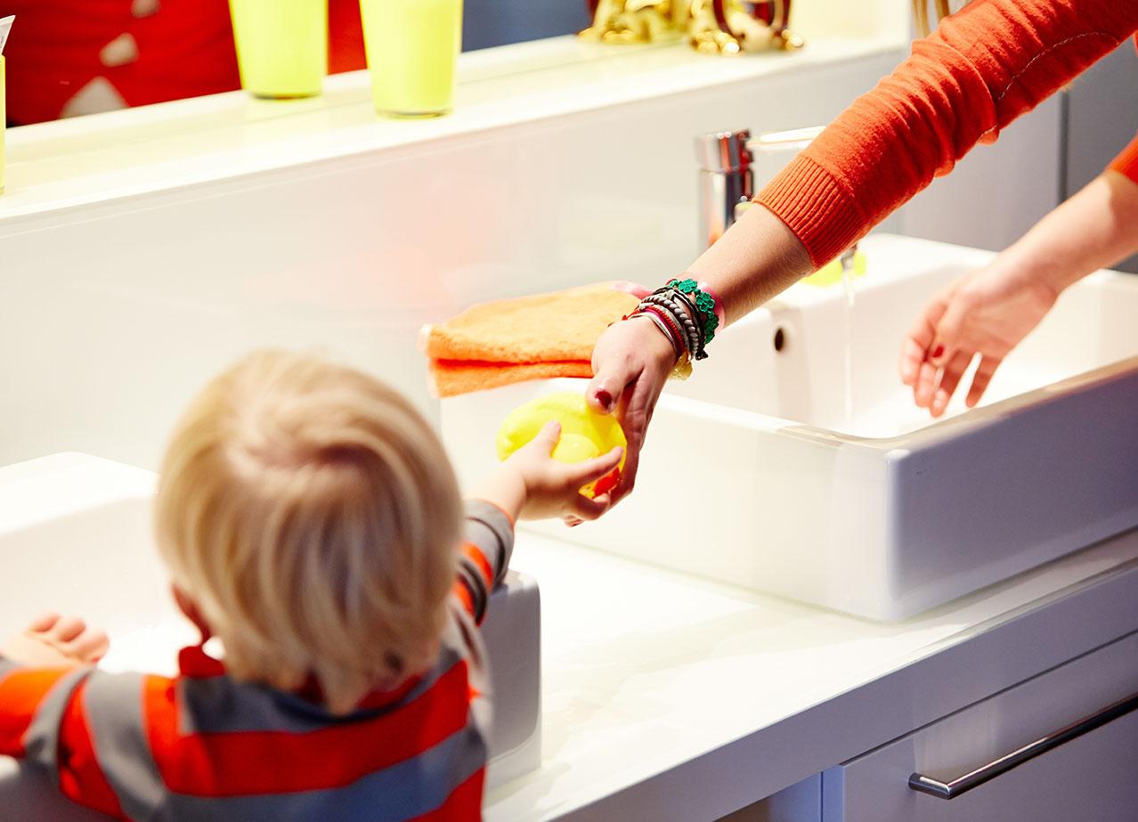 kindgerechte badezimmer m ssen auch elterntauglich sein. Black Bedroom Furniture Sets. Home Design Ideas