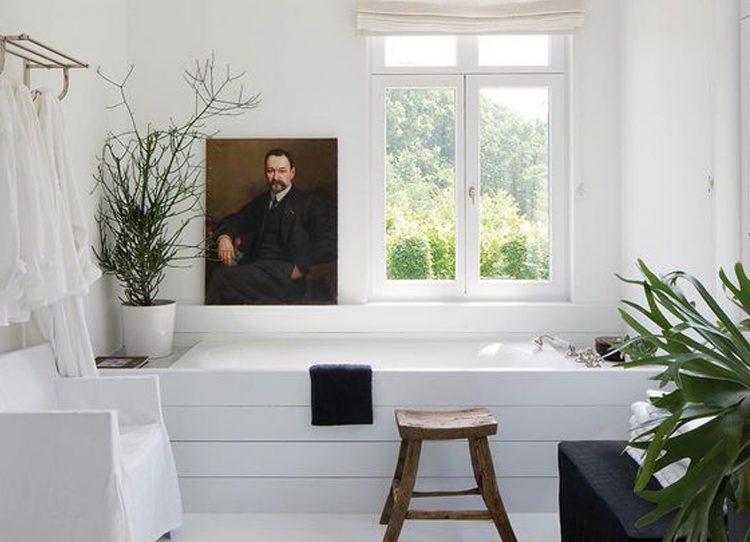 ungewohnt aber sch n auch im bad tr gt kunst zum wohlf hlen bei. Black Bedroom Furniture Sets. Home Design Ideas