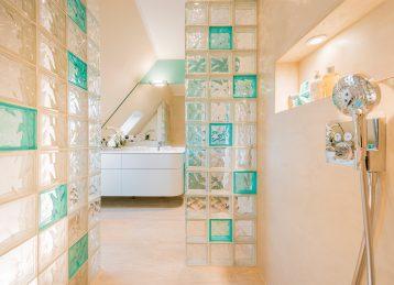 Neue Raumordnung mit Glasbausteinen