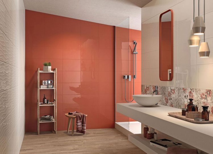 Der neue Farbtrend im Bad heißt Living Coral. Gutes Bad zeigt Beispiele.