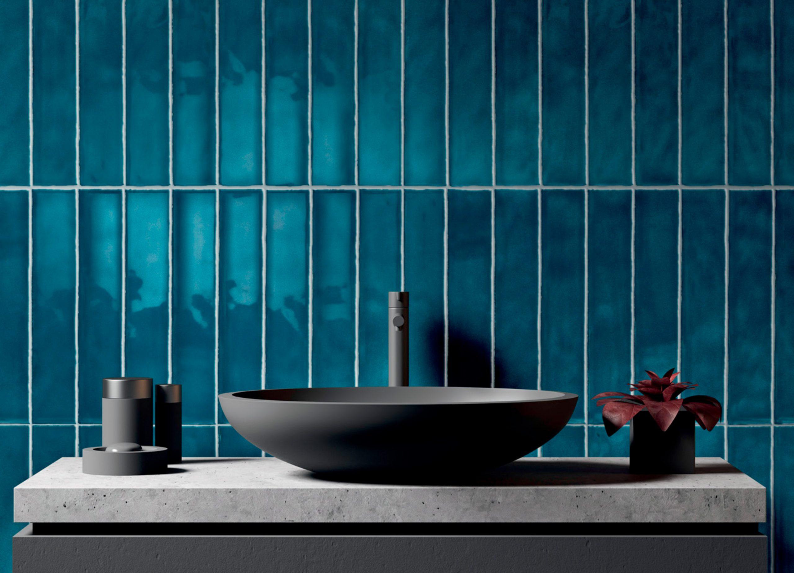 Blaue Stunde für Wand und Boden Wo es Gutes Bad Fliesen gibt.